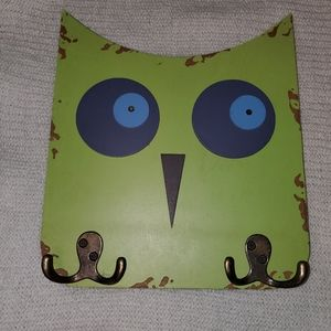 Green Owl wall hanger decor with hooks 10x11